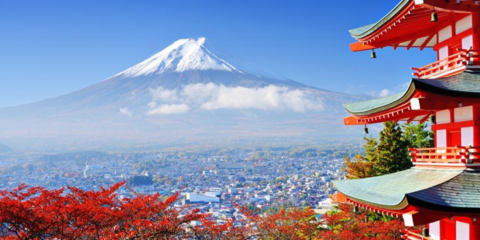 Berg Fuji mit Herbstfarben in der Nähe von Chureito Pagode