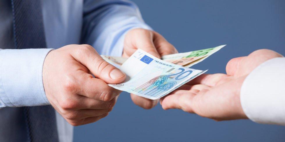 Gehaltserhöhung: Nicht zu voreilig und bedacht sollte die Frage nach mehr Gehalt kommen.