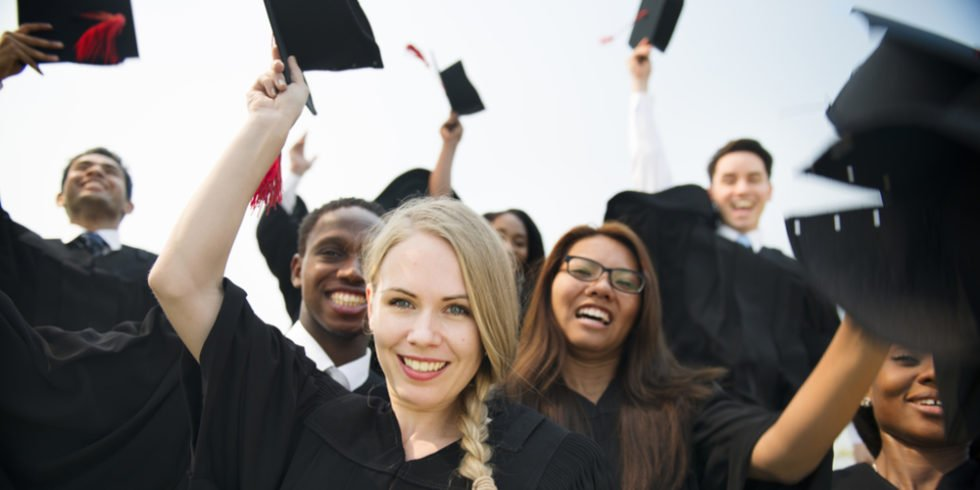 Promotion im Ausland: Qualität der Universität und eigene Gründe gilt es genauer zu betrachten.