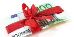 100-Euro-Scheine mit roter Schleife