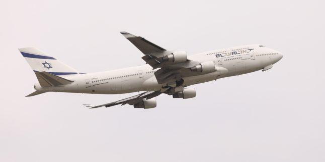 Israelisches Verkehrsflugzeug El Al in der Luft