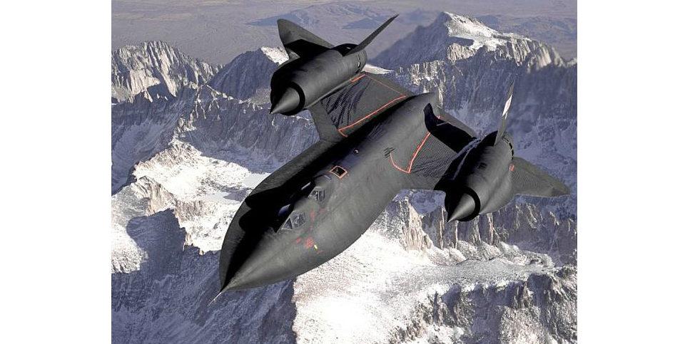 Die Lockheed SR-71 ist das bislang schnellste Militärflugzeug der Welt. So flog die SR-71 Blackbird 1976 in weniger als zwei Stunden von New York nach London mit mehr als Mach 3.