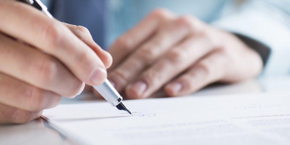 Zur Vorsicht Werkvertrag von Arbeitsvertrag abgrenzen.