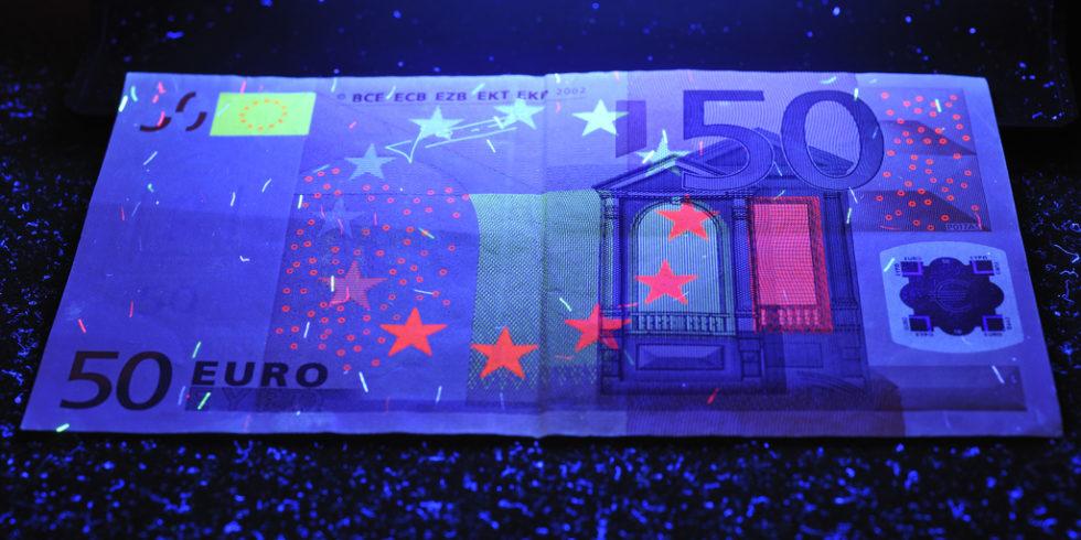 50-Euro-Schein unter UV-Licht