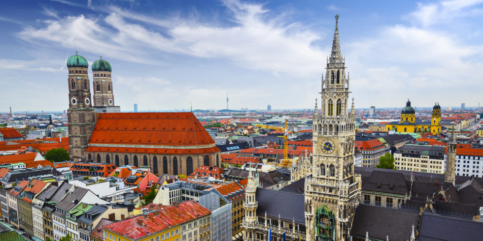 Blick auf München mit Frauenkirche und Rathaus