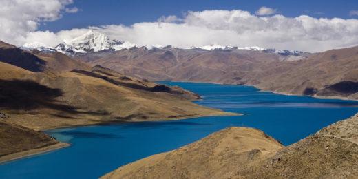 Yamdrok-See im tibetanischen Hochland