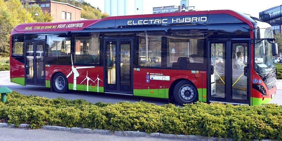 Hamburg schickt Elektro-Hybridbusse auf die Straße