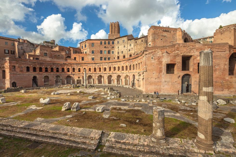 Die Portici Laterali der Ruinen von Trajan Forum in Rom