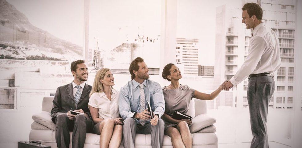 Bei der Bewerbung sollte man darauf achten, wie das Unternehmen sich präsentiert.