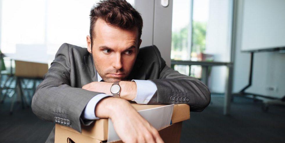 In der Arbeitslosigkeit sollte man den Kopf nicht zu lange hängen lassen und zeitnah tätig werden!
