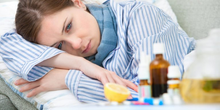 Wenn Sie krank sind und nicht zur Arbeit gehen können, sollten Sie sich am besten auch per Telefon krankmelden. Die wichtigsten Informationen zum Thema Arbeitsrecht und Krankheit zusammengefasst! Foto: panthermedia.net/alexraths