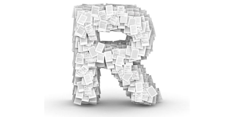 Ein großes R wie Referenzen, gebaut aus einzelnen vollgeschriebenen Seiten