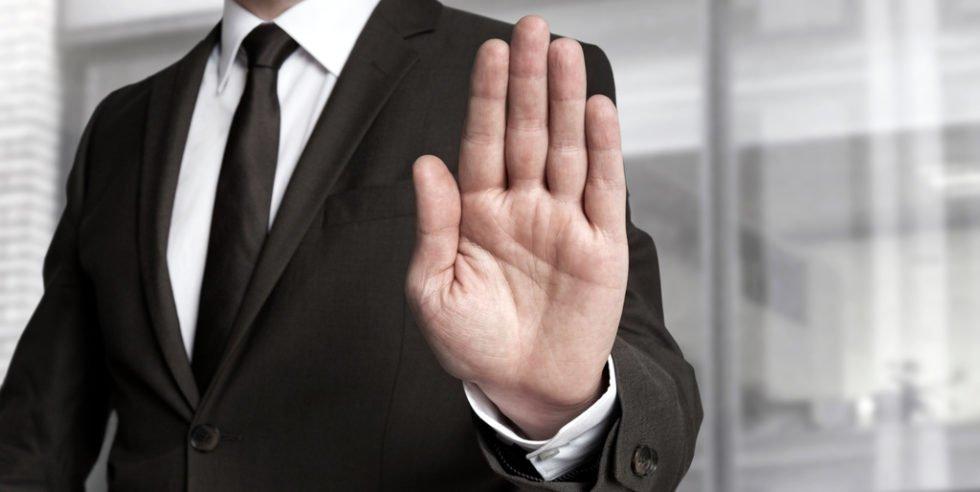 Abmahnungen: Ein manender Hinweis auf eine arbeitsvertragliche Fehlleistung.
