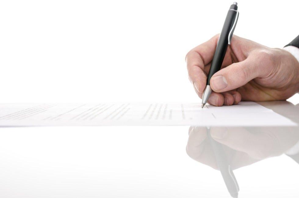 Neben dem Arbeitsvertrag bestimmen auch Tarifverträge die Begebenheiten einer Arbeitsstelle.