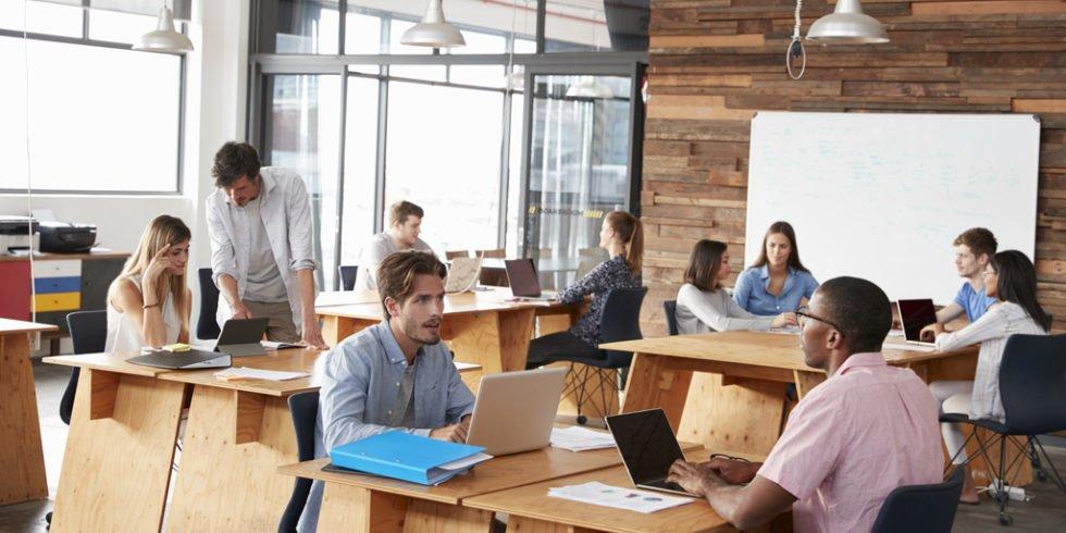 Statt festem Schreibtisch mit eigener Kaffetasse und Bild der Familie werden in Zukunft Co-Working Spaces immer mehr an Bedeutung gewinnen.