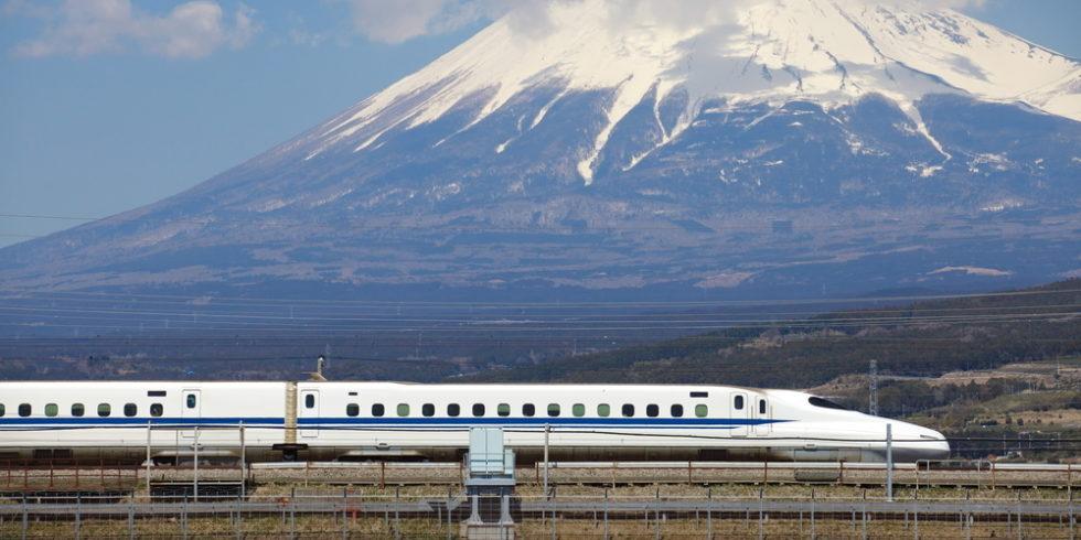 Die japanischen Shinkansen-Züge erkennt man an ihrer charakteristischen Nase. Der Shinkansen ist schnell - aber nicht der schnellste Zug der Welt. Foto: panthermedia.net/Torsakarin
