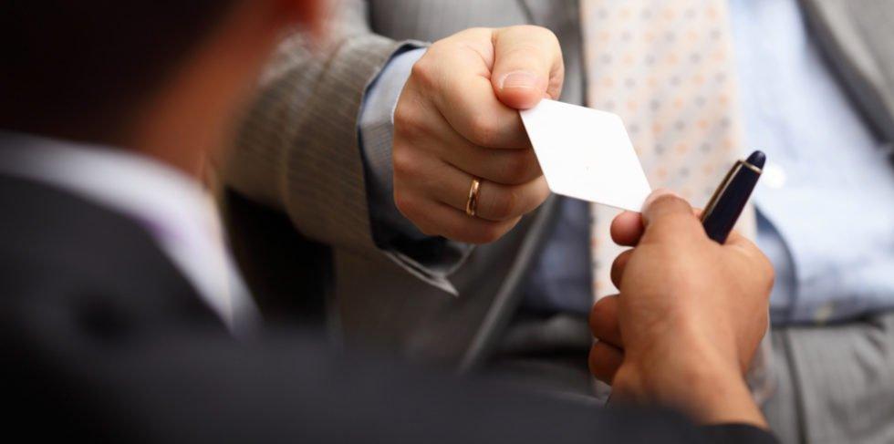 Nach einem Messegespräch in Erinnerung bleiben: Eine Autogrammkarte macht's möglich.