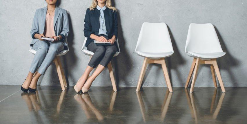Beim Bewerbungsgespräch gilt: Dezent, aber eigen sollte der Kleidungsstil sein.