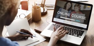 In Online-Kursen können Ingenieure das Programmieren lernen