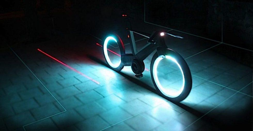 Dieses Fahrrad ohne Speichen zeigt mit Laser: Abstand halten