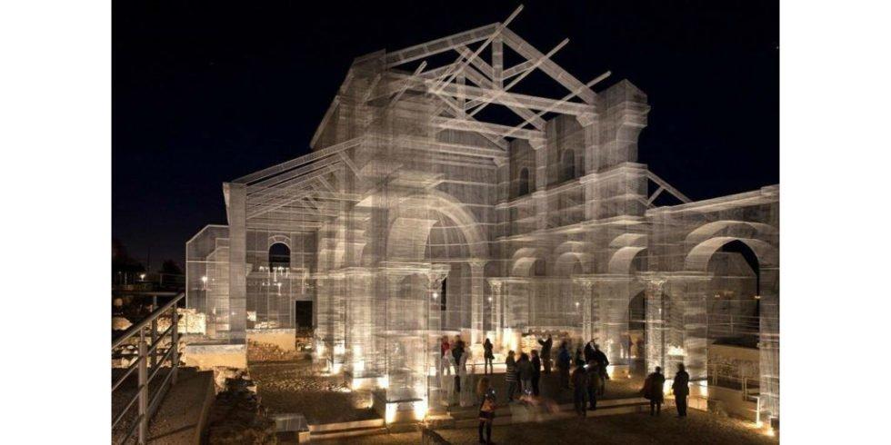 Wie 7 Tonnen Maschendraht eine zerstörte Basilika wieder sichtbar ...