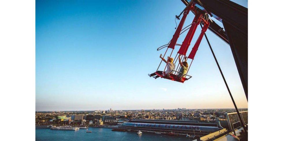 Europas höchste Schaukel schwingt über Amsterdam