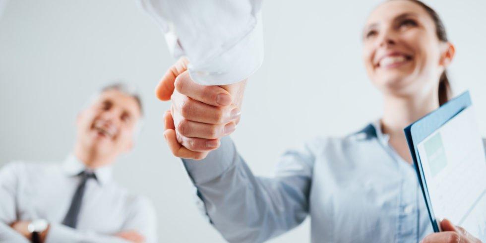 Kurz nach einem Stellenwechsel sollte Vorsicht geboten sein im Umgang mit den Vorgesetzten.