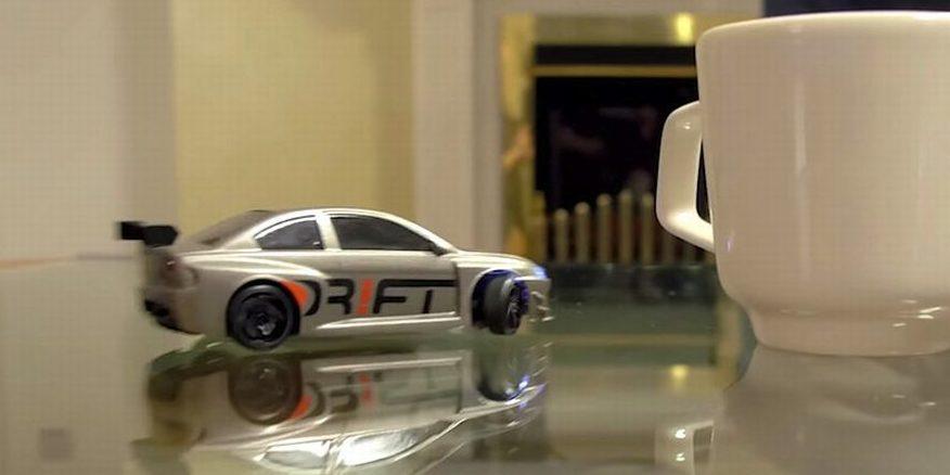 cooles spielzeug f r ingenieure modellauto driftet wie echter rennwagen. Black Bedroom Furniture Sets. Home Design Ideas