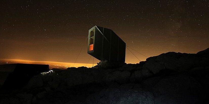 Dieses Mini-Hotel für Bergsteiger ragt über eine Klippe