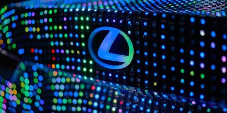 Lexus LIT IS zeigt mit 42.000 LEDs, wie es ihm geht