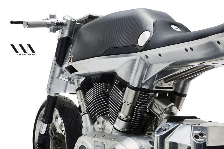 Rahmenloses Motorrad stiehlt Konkurrenz die Schau