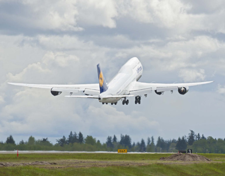 Die Boeing 747-8i ist nicht nur groß, sondern auch recht schnell. Foto: Boeing.