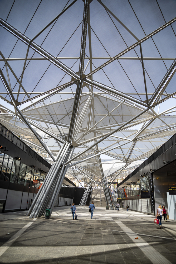 Blick auf Architektur Napoli Centrale