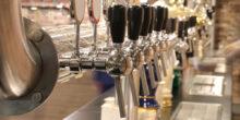 Zapfhähne an einer Bar