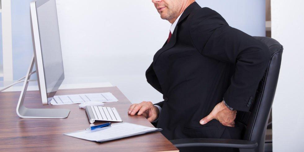 Jeden Tag kommen 70.000 Beschäftigt nicht zur Arbeit aufgrund von Rückenschmerzen.