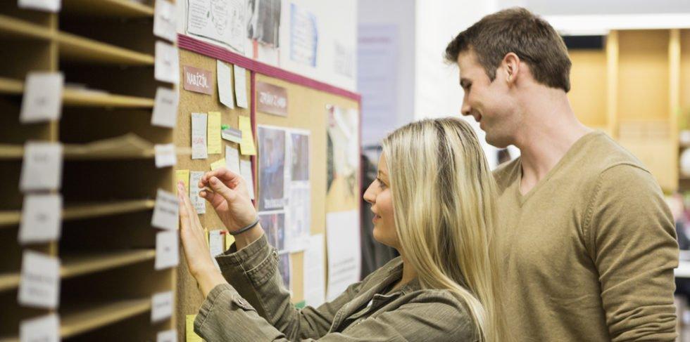 Auf interne Jobanzeigen achten und Chance nutzen.