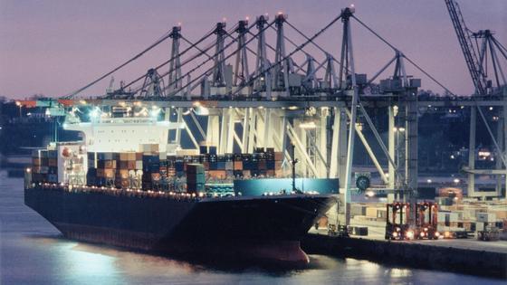 Serienbau großer Containerschiffe: China und Korea dominieren derzeit den globalen Schiffbau.