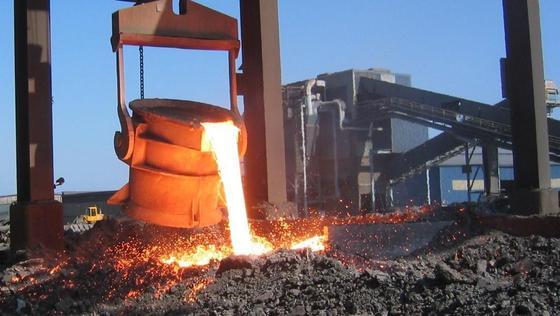 Die Stahlindustrie leidet unter hohen Energiekosten.