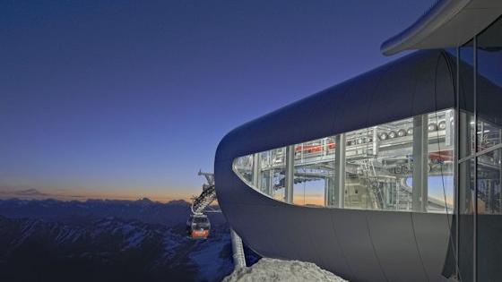 Die Wildspitzbahn führt zum höchst gelegenen Café Österreichs.