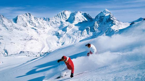 Lawinen bedrohen Skifahrer in den Alpen.