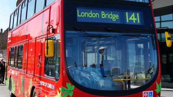Umweltfreundliche Hybridbusse kurven bereits durch London.