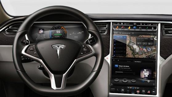 Im Tesla S wurden alle wichtigen Knöpfe durch ein Touchpad ersetzt.