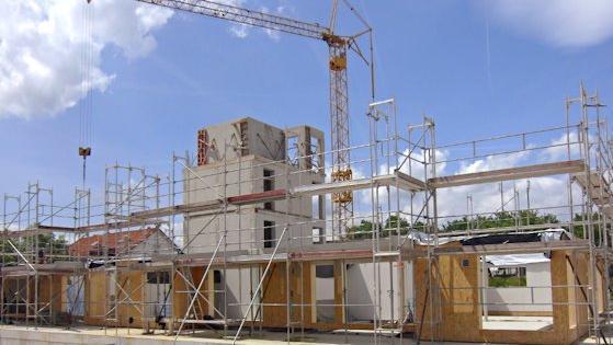 Innerhalb von drei Wochen kann die wetterfeste Gebäudehülle für ein 15-Familienhaus stehen.