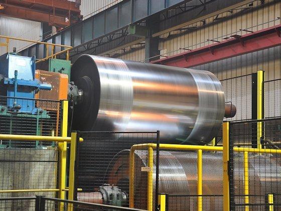 Extra breiter Stahl erleichtert den Automobilbau