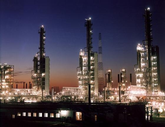 Gasproduktion der russischen Energiekonzerns Gazprom: Der Gaspreis ist ab sofort nicht mehr an den Ölpreis gebunden.