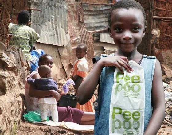 Die Schule im kenianischen Kibera hat die Einwegtoiletten des schwedischen Start-ups Peepoople schon eingeführt.