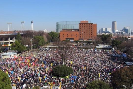 Tausende Menschen demonstrieren in Tokyo anlässlich des 2. Jahrestages der Fukushima-Katastrophe gegen Atomkraft.
