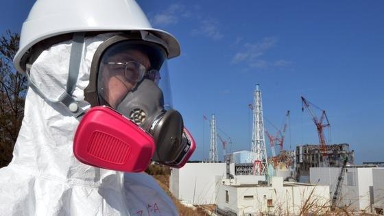 Noch immer arbeiten Experten intensiv daran, die Folgen der Fukushima-Katastrophe einzudämmen. Trotzdem liegen die Aufräumarbeiten weit hinter dem Zeitplan zurück.