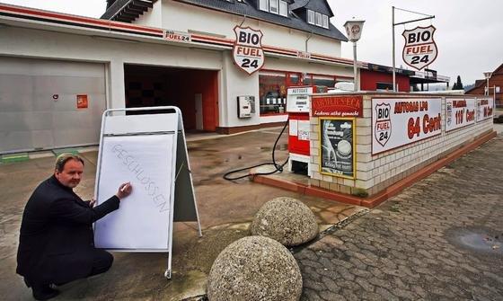Die erste Bio-Tankstelle Deutschlands in Bodenwerder hat schon 2008 pleite gemacht. Die Kunden haben damals wegen der Diskussion um die schädliche Wirkung von Biokraftstoffen auf Motoren die Tankstelle gemieden.