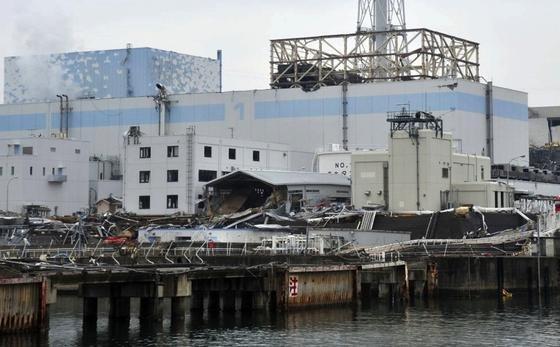 Die Ruinen des havarierten Atomkraftwerks Fukushima vor gut zwei Jahren. Menschen können die Reaktoren immer noch nicht betreten. Das neue Messverfahren könnte ihnen aber Aufschluss darüber geben, wo genau sich das geschmolzene Corium mittlerweile befindet.